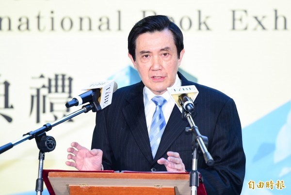 馬英九接受媒體專訪時透露,他認為蔡英文的諸多政策不明,質疑蔡英文,「能帶台灣走向和平?」(資料照,記者王文麟攝)