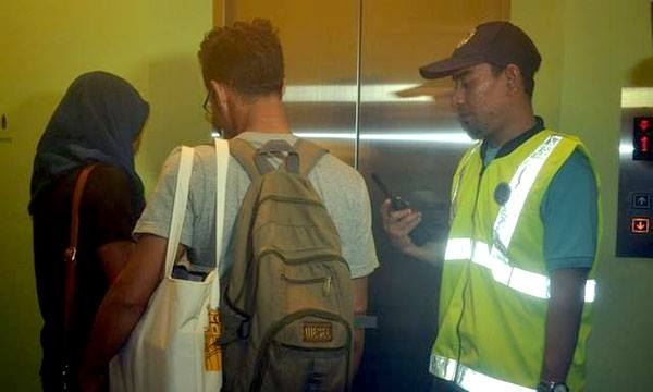 馬來西亞卻傳出有官員昨天午夜前往飯店逮人,有8對情侶被以幽會、偷情罪名逮捕。(擷取自《人民郵報》)