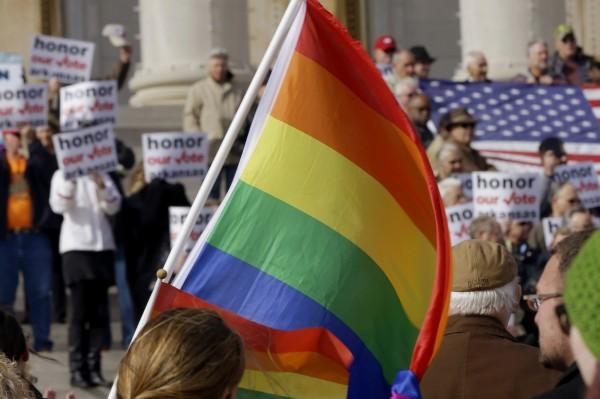 淘寶網日前舉辦了一項競賽,從400對同性戀伴侶中選出10對,免費送他們到美國舉辦婚禮。(美聯社)
