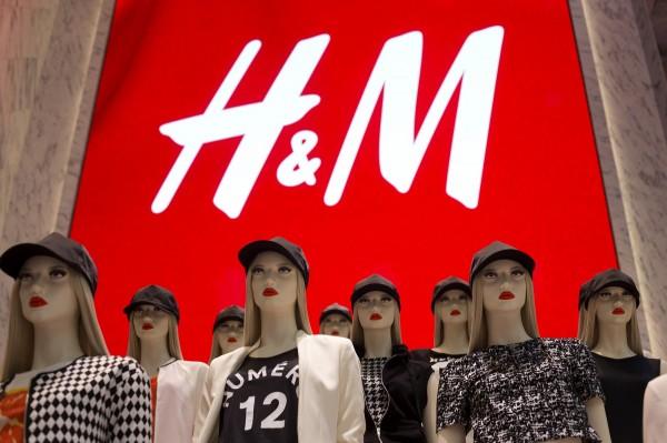 中國公布2014年份的商品質量監管情況,H&M、UNIQLO的服飾商品都被通報不合格。(彭博)