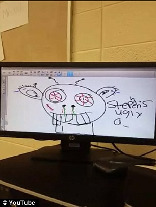 老師畫圖辱罵戴維斯「醜陋」。(圖取自《每日郵報》)