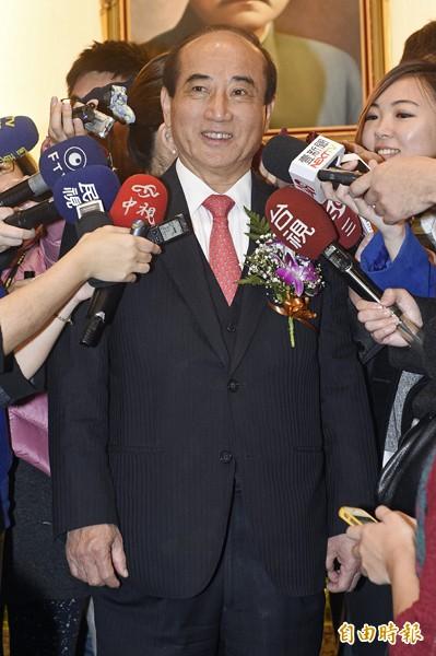 對於是否角逐二○一六總統大位,立法院長王金平昨天主持新任委員宣誓就職典禮後受訪表示,過完年再說。(記者陳志曲攝)
