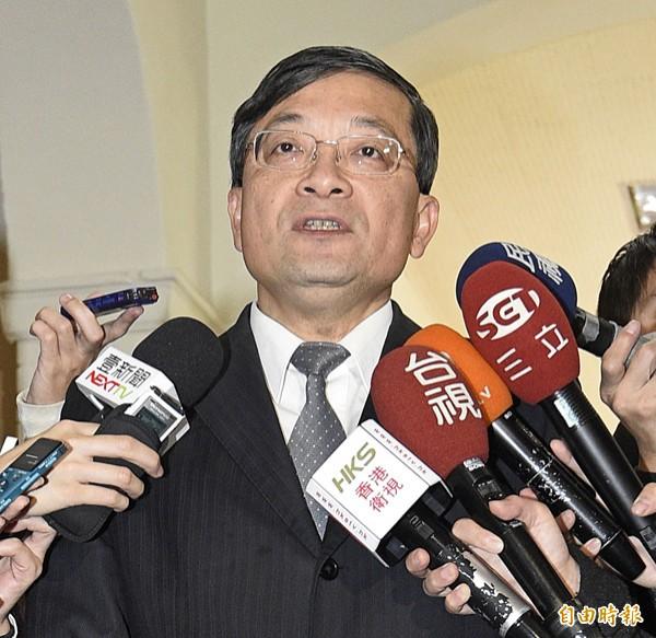 親民黨立委李桐豪16日上午出席立法院委員組成政團相關事宜協商,並在會前接受媒體訪問。(記者陳志曲攝)