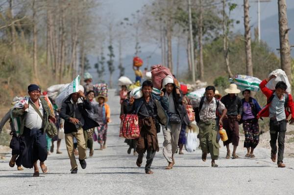 緬甸北部的果敢自治區爆發內戰,過去一週已有數萬人逃離家園,陸續湧入中國。(路透)