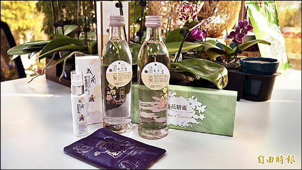 成大蘭花研發中心近日開發出國內首支蘭花酒。(記者黃欣柏攝)