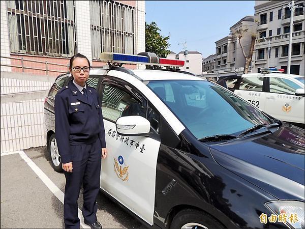 光華派出所所長吳晨暄是台中市最年輕的女性派出所所長。(記者歐素美攝)
