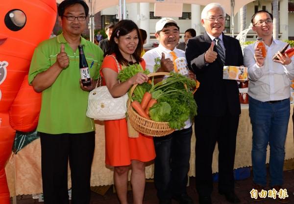 雲林縣長李進勇(右二)至日本行銷雲林優質農特產品。(記者林國賢攝)