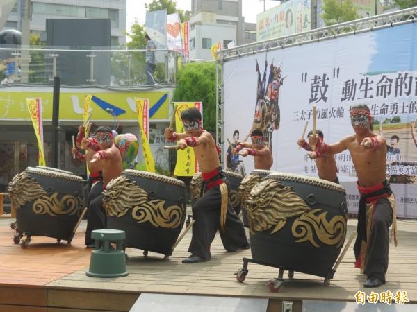 台灣燈會在台中,逾百場藝文展演讓民眾賞燈賞藝。(記者蘇孟娟攝)