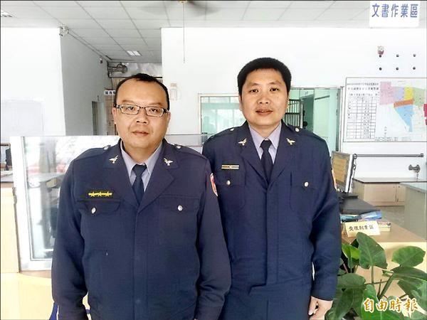 蘇基生(左起)、謝憶文深夜協助民眾回玉井。(記者林孟婷攝)