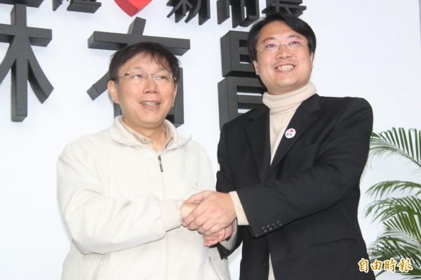 柯文哲(左)上任前曾與林右昌(右)談北基合作。(資料照,記者林欣漢攝)