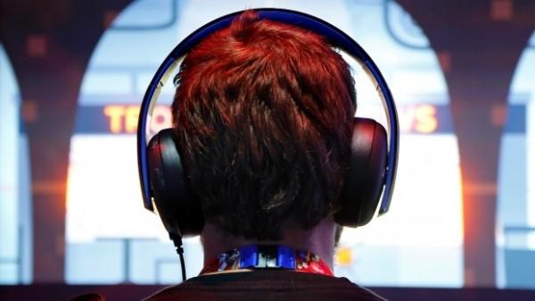 WHO日前發表報告,指出全球超過10億名年輕人聽音樂時音量開太大,未來恐面臨重聽危機。(情境照,路透)