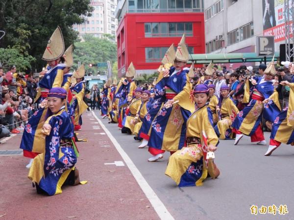 台灣燈會今晚開燈,藝文踩街先暖身。(記者蘇孟娟 攝)
