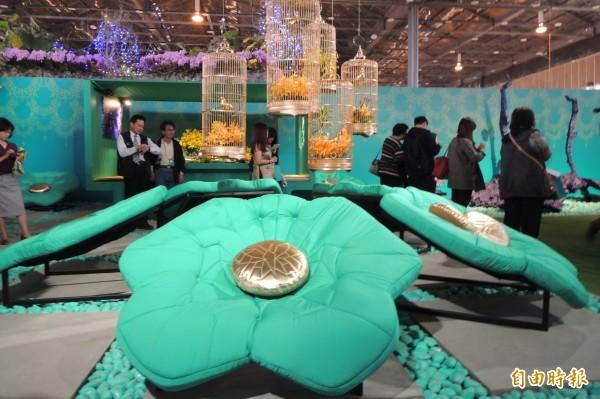 夢蝶椅也是蘭花造型。(記者劉婉君攝)