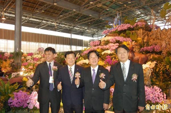 台灣國際蘭展開幕,台南市長賴清德(右二)歡迎國內外民眾安排一趟蘭展觀光之旅,順道體驗台南小吃、文化。(記者王涵平攝)