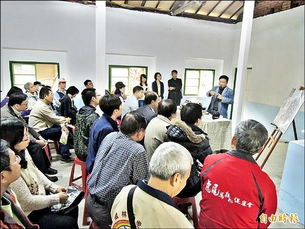 文化處昨日在虎尾建國一村活動中心召開公聽會,建國一、二村登錄為聚落,先保存再開發。(記者黃淑莉攝)