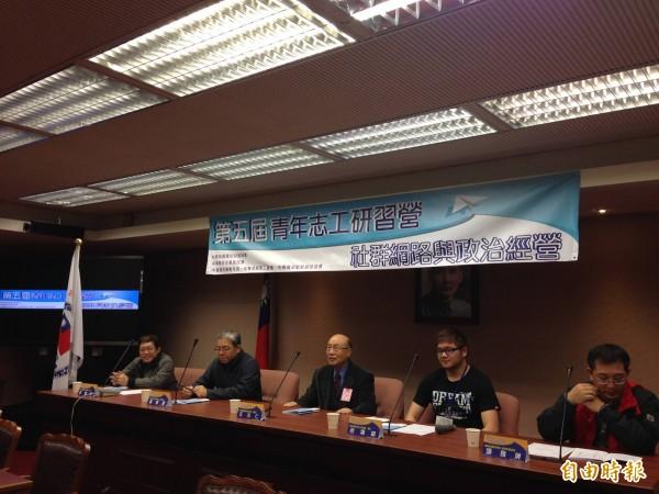 為檢討9合1挫敗,「中華民國團結自強會」今起舉辦2天1夜的「婉君」研習營(記者何世昌攝)