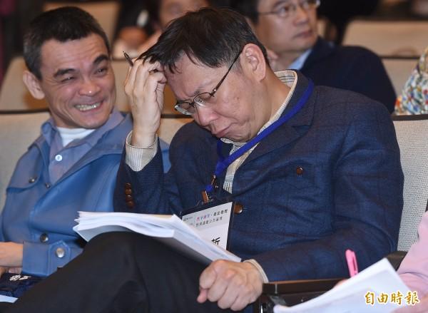 台北市長柯文哲(右)7日出席性別議題公共論壇指出,「台灣不是很多外籍新娘嗎?已經進口30萬了」,發言再度惹議。(資料照,記者廖振輝攝)