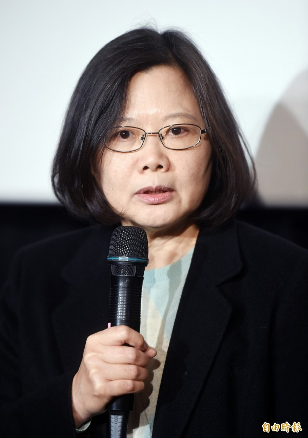 針對民進黨前發言人徐佳青指控阿扁收錢,黨主席蔡英文9日出席史明紀錄片放映時表示,這件事情是她請假到美國的私人行程中講話,是她個人的意見,但「我們是覺得不妥」。(記者方賓照攝)