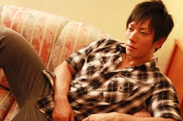 日本AV男優清水健自曝自己曾有7年沒放過假。(圖片擷取自網路)