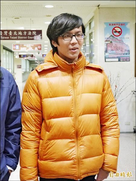 台北地院昨首度開庭審理佔領行政院案,「沙漠野百合」發言人許立被傳喚。(記者張筱笛攝)