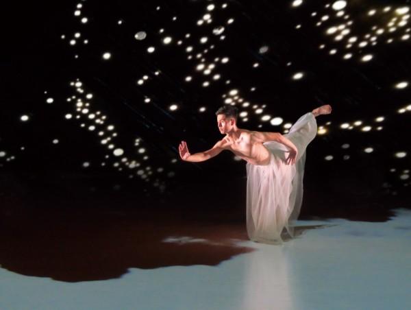 雲門舞集展開歐巡,在日內瓦演出「屋漏痕」,吸引歐洲各國200多名政要前往觀賞。(雲門舞集/提供)