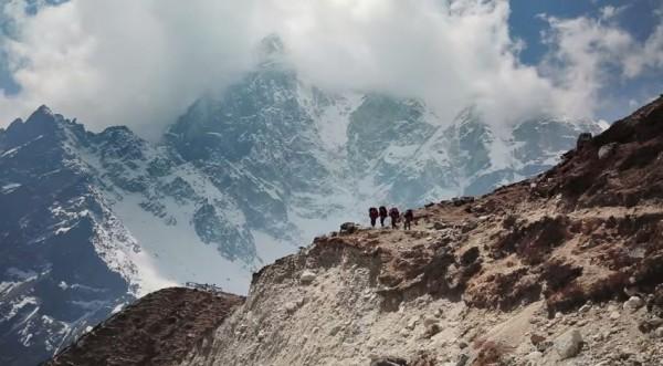 Google派出拍攝團隊,深入人煙稀少的聖母峰、尼泊爾坤布地區。(畫面擷取自YouTube)