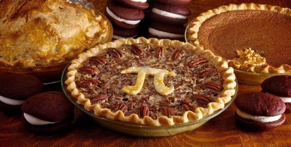 美國眾議院甚至成立了「圓周率日」,慶祝節日的方式也非常可愛,由於派(pie)的發音跟兀(pi)很像,所以會在這天應景吃派。(照片擷自techly)