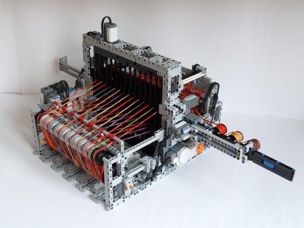 這是托馬斯(Tomasz Zając)在2012年發表的織布模型。(圖擷自YouTube)