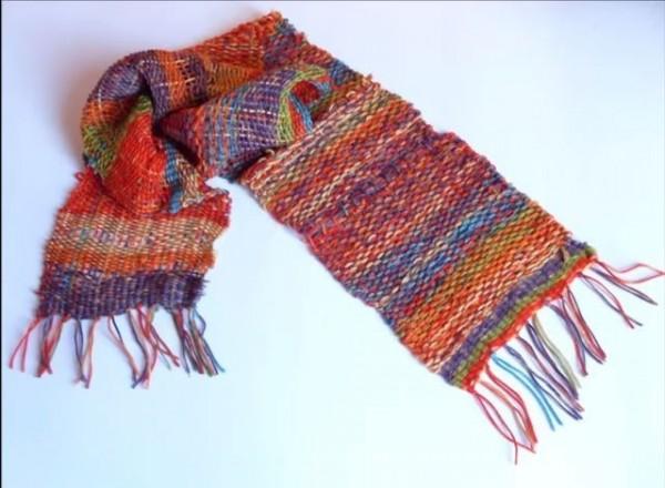 這是托馬斯的織布模型所織出來的成品。(圖擷自YouTube)