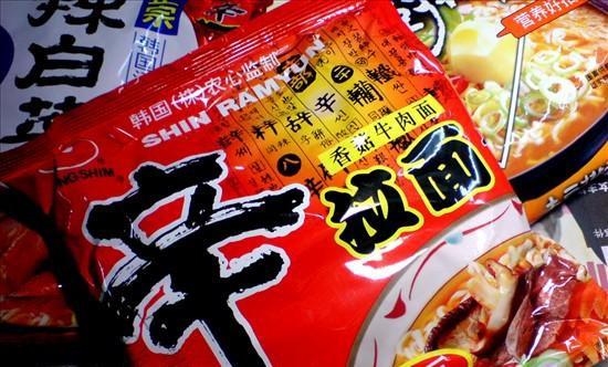 韓國農心牌辛拉麵被中國檢驗為不合格食品。(圖取自《中國經濟網》)