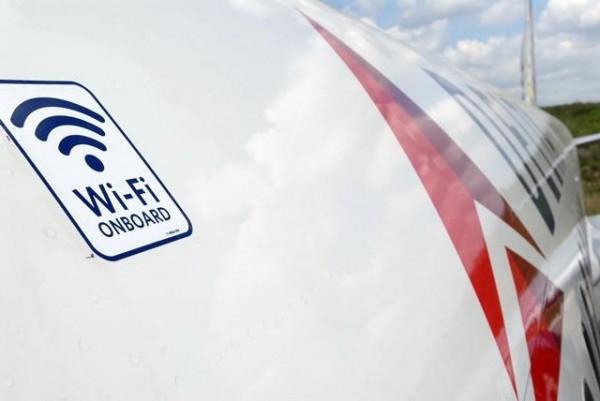 機上提供WiFi服務已逐漸成為國際航空公司的新趨勢。(圖擷取自《國際財經時報》)