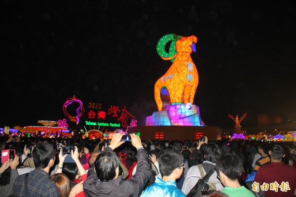 台灣燈會吸引大量民眾參觀。(資料照,記者俞泊霖攝)