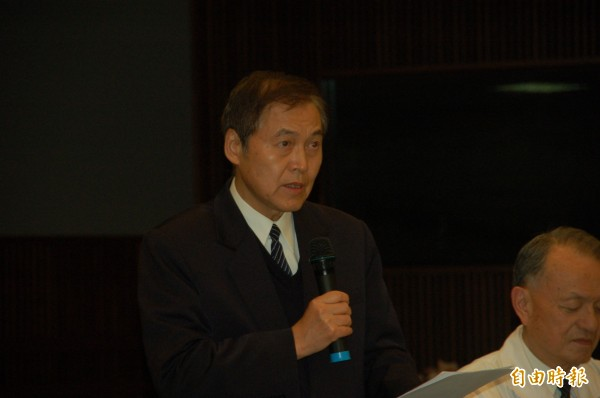 花蓮慈濟基金會人文志業副總執行長王端正宣布停止內湖園區開發案。(記者王錦義攝)