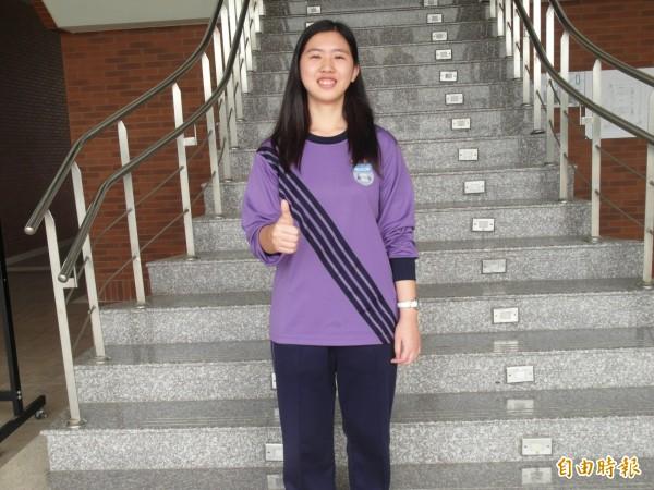 台中葳格高中首屆畢業生藍凱漪繁星攻上台大。(記者蘇孟娟攝)