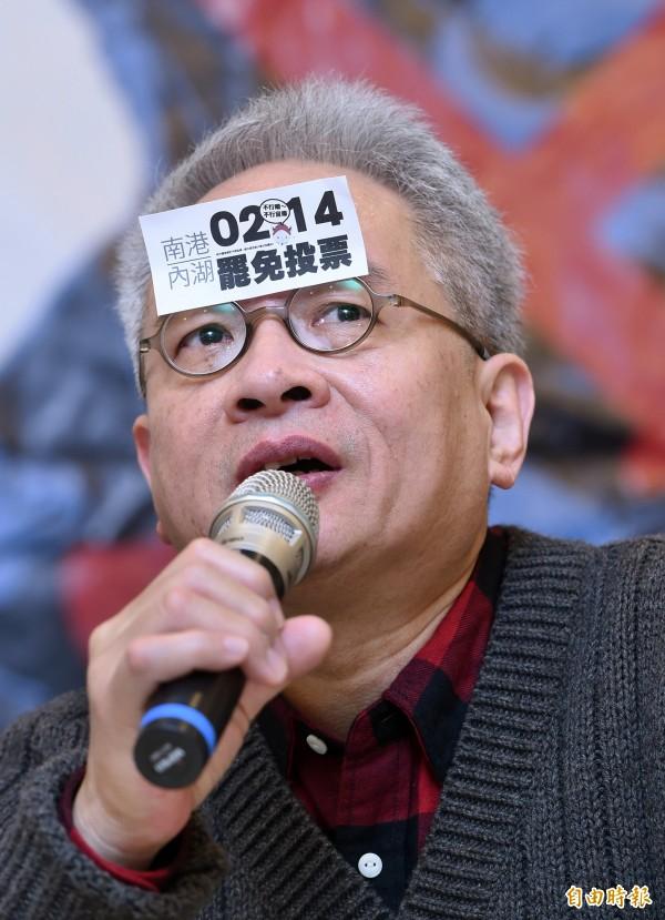 作家馮光遠今在臉書發文,期許第三勢力的存在,使近來在台灣風起雲湧的公民意識能量,能得以延續。(資料照,記者廖振輝攝)