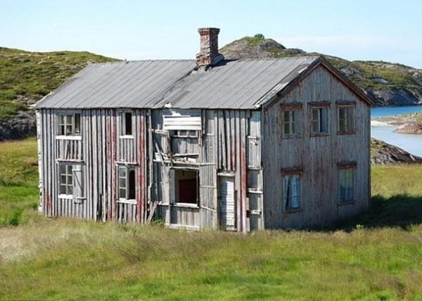 挪威一名屋主,近日竟然只用1挪威克朗(約新台幣4元)售出一棟房子,並且還附上私人海灘。(圖取自Express.co.uk)