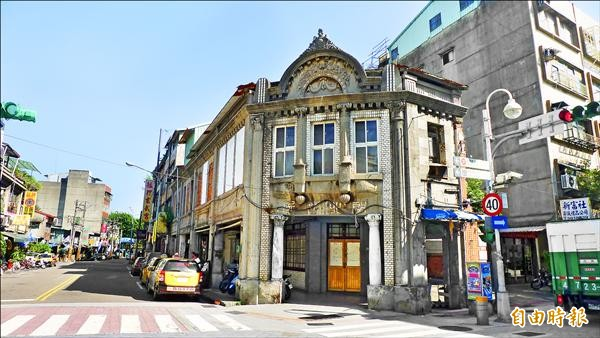 日治時期萬華最著名的醫院之一「朝北醫院」,指定為古蹟。(記者游蓓茹攝)