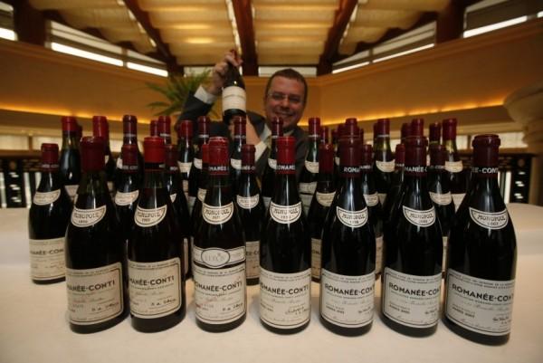 有「液體黃金」之稱的法國勃根地酒王「DRC Roman Romanée-Conti」身價昂貴,最貴一瓶曾賣到3000萬元。(美聯社)