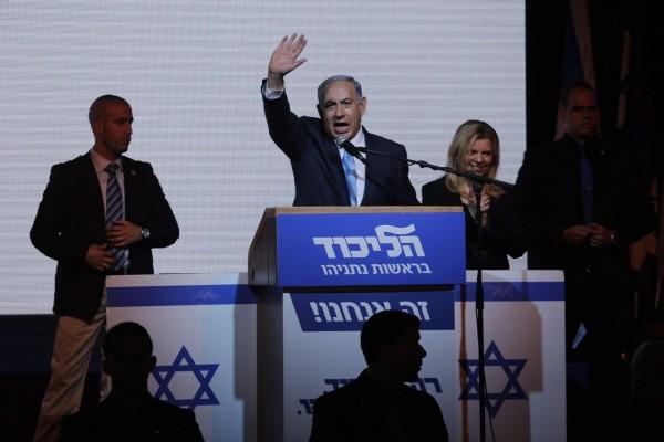 以色列17日舉行2009年以來的第三次國會大選,現任總理納坦雅胡自行宣布勝選,並稱聯合黨獲得「巨大勝利」。(歐新社)
