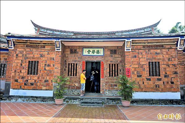 蘆竹區南山路上的陳氏祖祀「德馨堂」興建於清朝,燕尾式建築只有當時的「秀才」才能興建。(記者林近攝)
