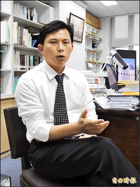 三一八學運決策小組成員之一的中研院法律所研究員黃國昌認為,馬政府所作所為失去人民信任,已經玩完了。(記者湯佳玲攝)