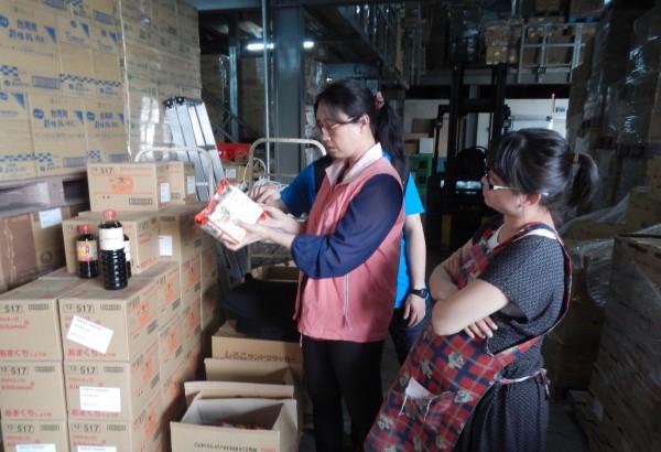 新北市衛生局封存兩千多公斤來自日本輻射污染地區生產的食品。(衛生局提供)