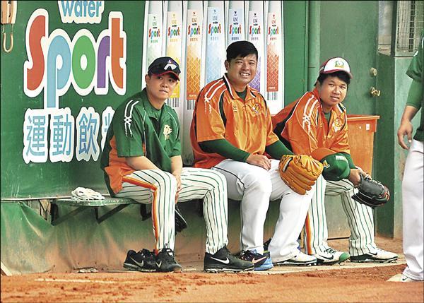 中華職棒投手林其緯(左)。(資料照)