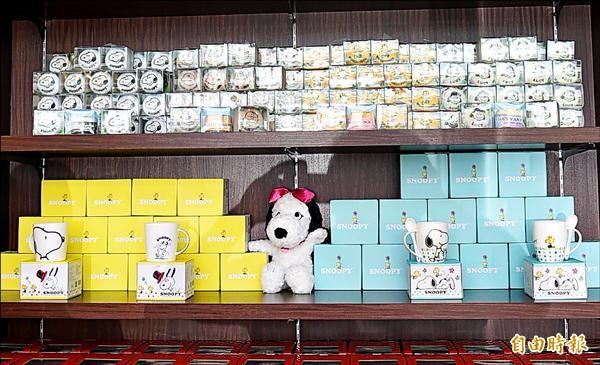 ▲台灣第一家史努比餐廳不僅公仔被偷,印有史努比卡通圖案的馬克杯也掉了近30個。(記者張忠義攝)