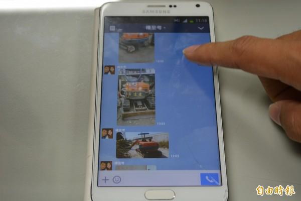 彰化警方破獲大型機具竊盜案,發現嫌犯以手機LINE上傳重型機具照片給客戶,滿意後再下手行竊。(記者湯世名攝)