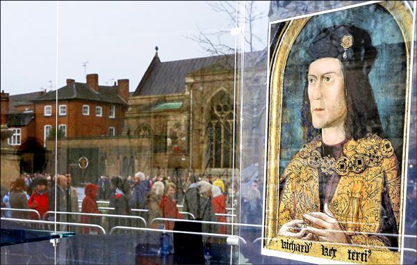 英國金雀花王朝最後一任國王理查三世的遺骸,在2012年被發現,26日重葬於萊斯特教堂。(路透)