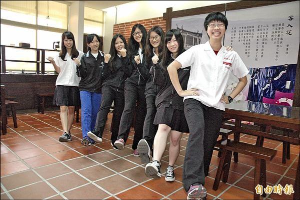 放棄唸台灣的大學,雄女七學生分別錄取香港中文、日本早稻田大學。(記者方志賢攝)
