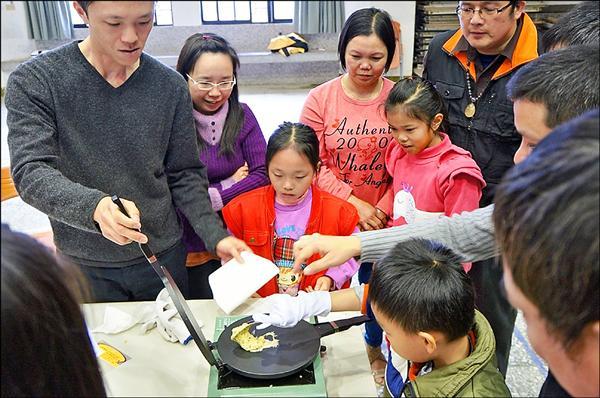 利澤國小安排許多友善新住民活動,幫助新住民學童融入學習。(利澤國小提供)