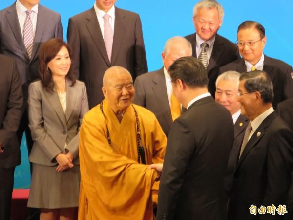 前副總統蕭萬長今天率團與中國國家主席習近平會面,星雲法師也出席。(記者陳慧萍攝)