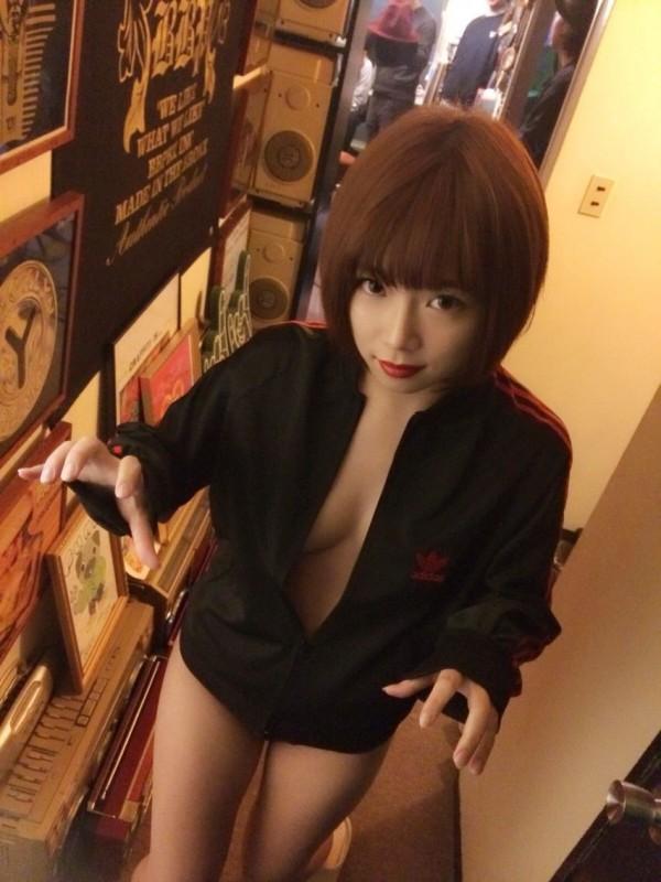 紗倉真菜為SOD旗下色情網站AV演員關鍵字搜尋排行第一名女優。(圖擷取自紗倉真菜官方部落格)